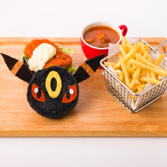 「ブラッキーのフライドチキンバーガー」1,598円(C) 2019 Pokemon.(C)1995-2019 Nintendo/Creatures Inc./GAME FREAK inc.